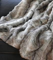 plaids fausse fourrure pour canapé plaid fausse fourrure gris 150 x 170 cm plaid addict vente en