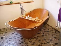 Interessane Gestaltung Eingelassene Badewanne Hölzerne Bretter Holzbadewanne Ideen Schlafzimmer Möbel Und Ideen