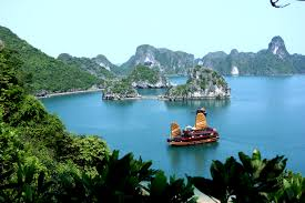 About 170km Or A 35 Hour Drive East Of Hanoi You Will Find Halong Bay Descending Dragon Must See Destination In North Vietnam