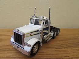 New Ray 1/32 Scale Die Cast Peterbilt Semi Truck Tractor Cab ...