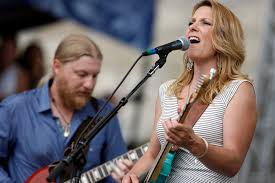 If You Like Bonnie Raitt. . . - The New York Times Derek Trucks And Susan Tedeschi Stock Photos And Powerstation April 27 2011the Tour Profile Mixonline Warren Haynes Perform Id Rather Talks About Loss Staying Power Picking Up The Talk Music Marriage Here Now Band At The White House A Hometown Inaugural Concert Honoring Gregg Space Captain Beacon Happily Sing Blues Axs