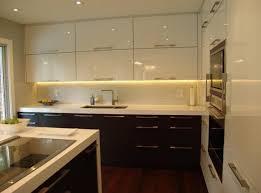 le suspendue cuisine évier d angle de cuisine porte d armoire en verre dépoli avec