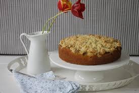 rhabarberkuchen mit streuseln hallo rhabarberzeit
