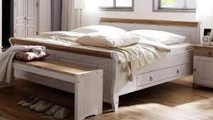 bett oslo doppelbett aus kiefer massiv weiß antik 200x200 cm