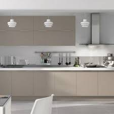 cuisine taupe et gris a medium size kitchen with light beige high gloss doors and