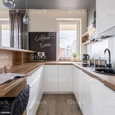 moderne küche mit arbeitsplatte aus holz stockfoto und mehr bilder arbeitsplatte