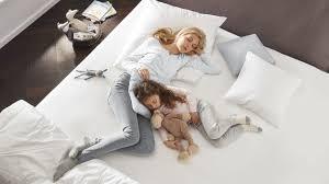 gut schlafen im sommer schlaftipps für kühle nächte