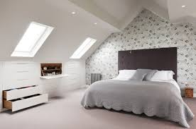 chambres sous combles placard sous pente encastré idées de rangement astucieuses