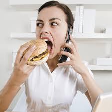au bureau 8 8 mauvaises habitudes qui nous font grossir au bureau bien être
