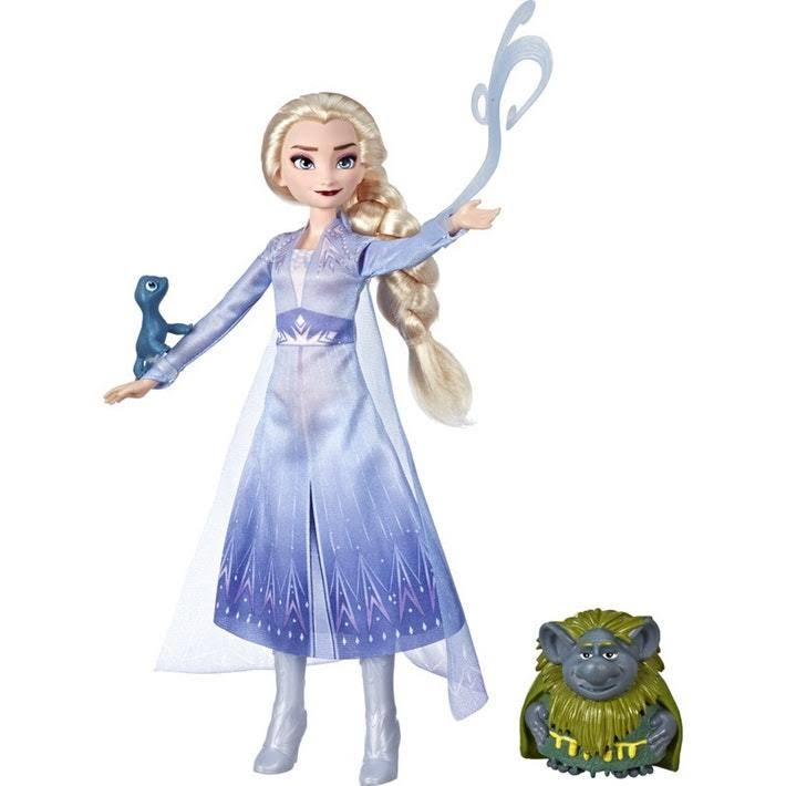 Frozen 2 Elsa Fashion Doll in Travel Outfit with Pabbie and Salamander Figures