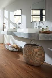 badezimmer natürlich modern vinylboden in holzoptik