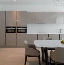 cuisine decor cuisine taupe 51 suggestions charmantes et très tendance