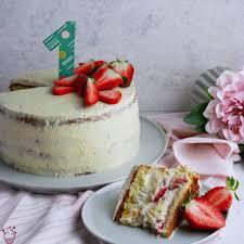 erdbeer vanille torte sahnehäubchen