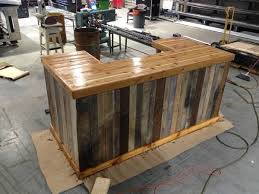 Make A Reclaimed Wood Desk by Best 25 Reclaimed Wood Bars Ideas On Pinterest Mancave Ideas