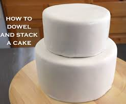 Cake Decorating Books For Beginners by How To Dowel And Stack Cakes Simple Tips For A Cake Decorating
