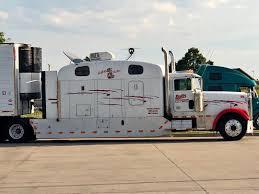 The Hillbilly Hilton #bigtruck #bigsleeper #trucking ...