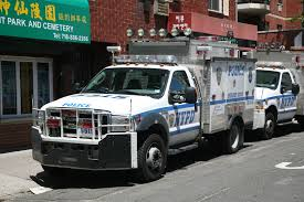 File:NYPD Emergency Service Truck.jpg - Wikimedia Commons