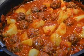 cuisiner avec un tajine en terre cuite tajine de kefta aux oeufs sevencuisine