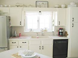 light above kitchen sink aneilve