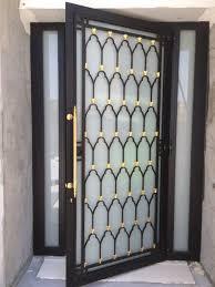 porte vitrée exterieur habillage en fer forgé appartement