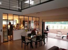 cuisine visuelle communication visuelle entre séjour et cuisine par la verrière