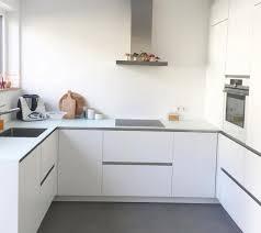 weisse matte kueche weisse arbeitsplatte küche weiß matt