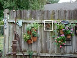 Old And Rustic Backyard Garden Fence Decoration With Vertical Hanging Planter Pots Ideas