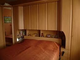 billig schlafzimmer mit überbau schlafzimmer bett überbau