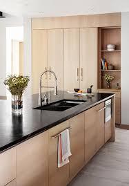 bois cuisine 1001 idées cuisine noir mat et bois élégance et sobriété