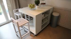 cuisine sur roulettes transformation d une table en ilôt central de cuisine sur