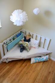 Diy Reading Chair Made From Two Wooden Palettes I Just Like The Idea Of A Huge Making Use All Corner Space Makes Sense