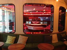 the studio das radiostudio mitten im café