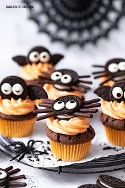 fledermaus cupcakes und spinnen cupcakes ein