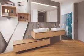 scheinbar schwebende badmöbel im japan bad rost bielefeld