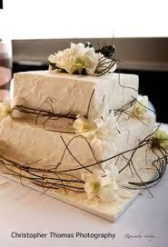 Brisbane Wedding Photographer Cake With Fresh Flowers And Vines Christopher Thomas Photography