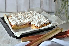 rhabarberkuchen mit baiser veganer kuchen kleinstadthippie