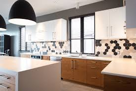 comptoir de cuisine quartz blanc comptoir de granit quartz et marbre nuance design laval