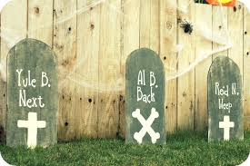 Diy Halloween Wood Tombstones by I Heart My Glue Gun Diy Tombstones