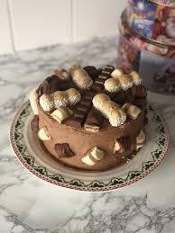 kinder bueno cake