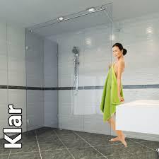 mit einer duschwand das bad vor wasser schützen