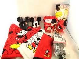 Mickey Minnie Bathroom Decor by Mickey Mouse Bathroom Accessories Tsc