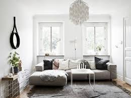 deko wohnzimmer klein im skandinavischen stil großes sofa
