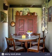 Round Marble Top Table And Chairs In Country Dining Room ...