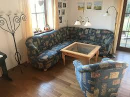 schöne sitzgarnitur sofa im landhausstil