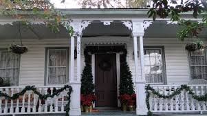 Outdoor Christmas Decorating Ideas Front Porch by Decorating Ideas Charming Decorating Ideas Using White Wooden