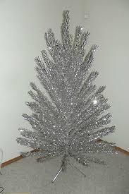 VINTAGE ALUMINUM TAPERED EVERGLEAM CHRISTMAS TREE 6 FEET 96 BRANCHES