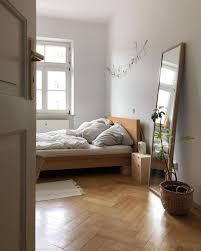 schlafzimmerliebe altbau bett gemütlich zimmer