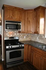Primitive Kitchen Backsplash Ideas by Striking Country Kitchen Ideas With Oak Cabinets Above Dark Brown