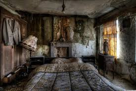 Stunning Pics Of An Abandoned Farmhouse Where The Bed Is Still Made PHOTOS
