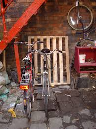 Wood Pallet Bike Rack Via BikeHacks